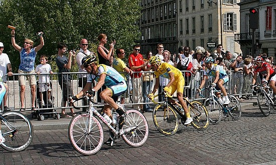 Armstrong and Contador. Photo by Flickr user Fred Gosselin (virtualfredlamartina)