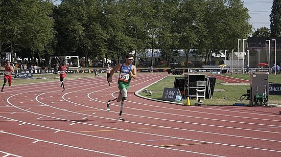 Alan Oliveira at the 2013 IPC Athletics World Championships (400 meters qualifications). Photo © WikiMedia user TwoWings