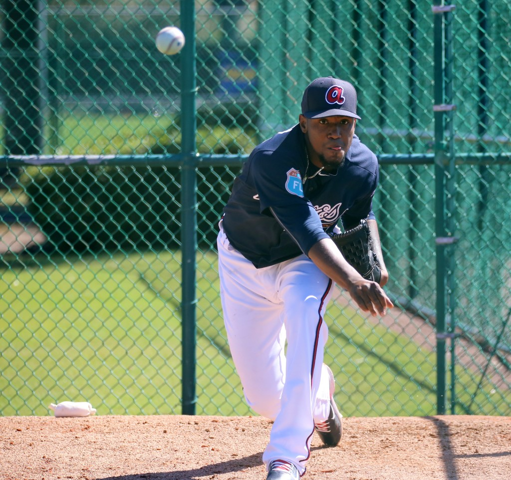 Julio_Teheran_throws_a_side_session_25278893525