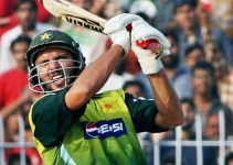 Top 10 Batsmen With Most Sixes in ODI