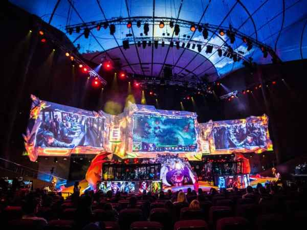 58169840 – moscow, russia – may 13 2016: epicenter moscow dota 2 cybersport event. alliance on the scene.