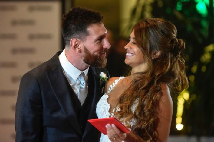 messi with his wife