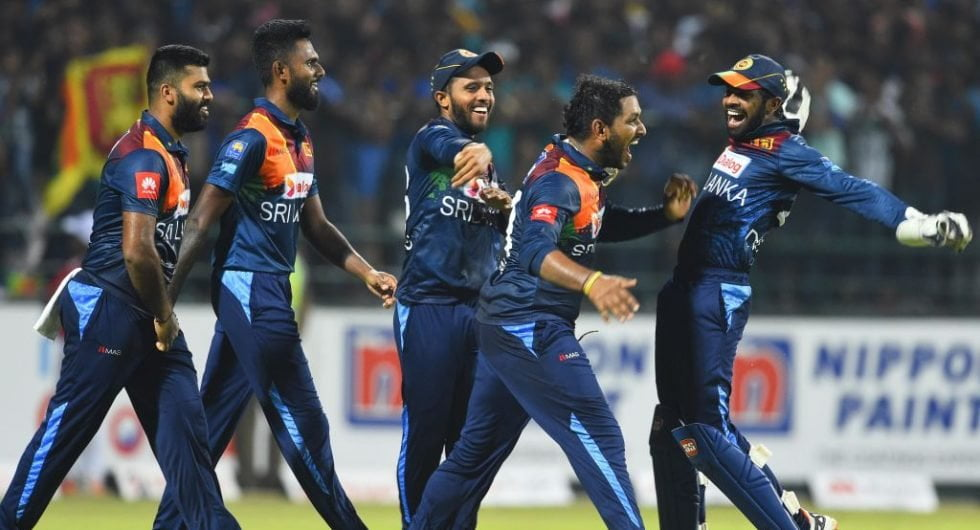 Sri Lanka cricketers to suffer 35 percent salary cut in new annual contract