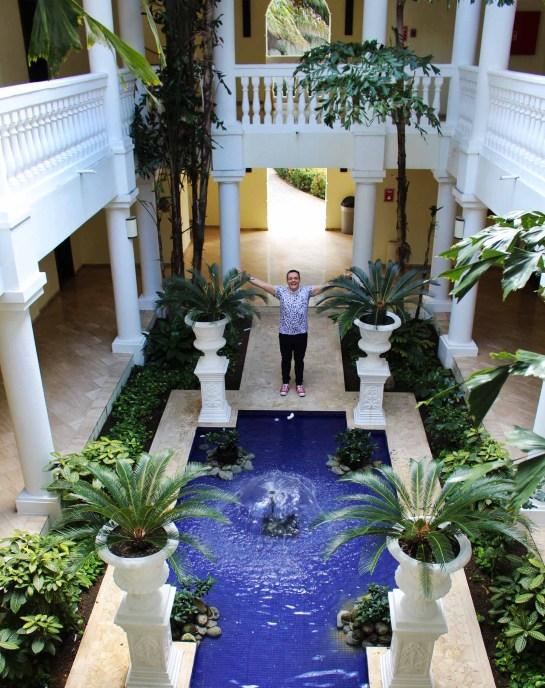 Il cortile di una delle strutture dell'Eden Village Premium Grand Palladium Jamaica Resort & Spa