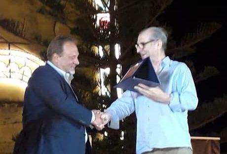 Joppolo Giancaxio Premio Nazionale Sipario d'Oro 2018 Mario Gaziano consegna il Premio al professor Francesco Pira