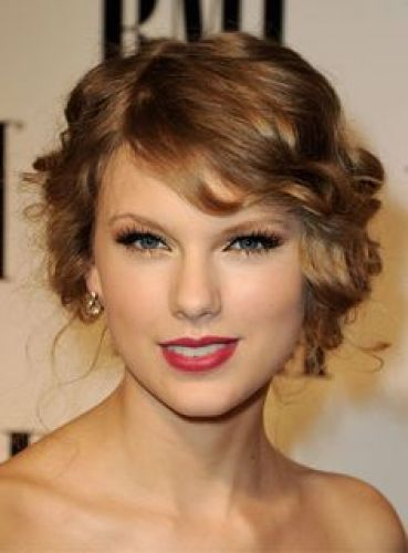40 Taylor Swift Hair (Blonde Hair Color & Updos) Page 1 of 2