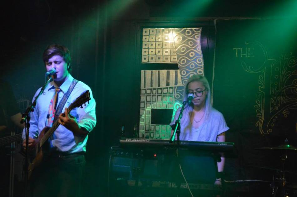 Dean Morris & Treawna Harvey at McCloskeys 2015-04-04 [photographer unknown]