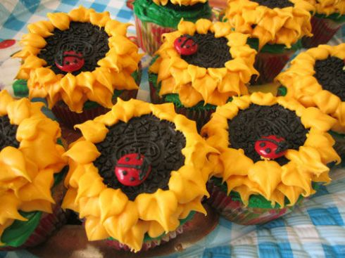 Sunflower Oreo Cupcakes with ladybug M&Ms | spotofteadesigns.com