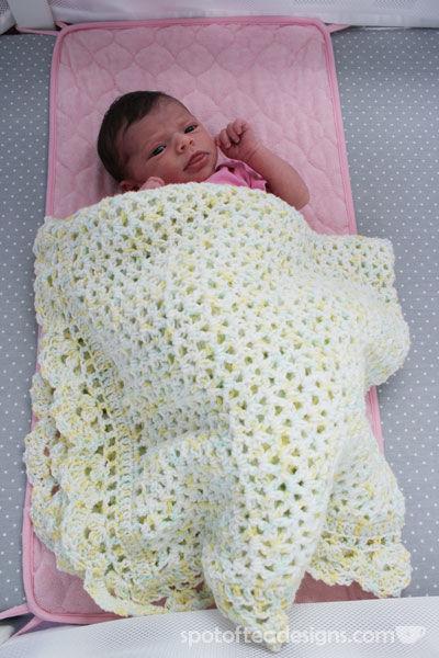 Handmade knit baby blanket   spotofteadesigns.com