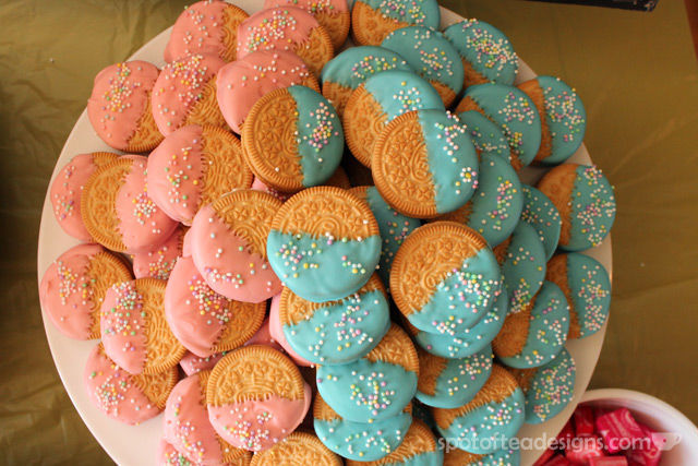 Pinwheel first birthday party: Chocolate covered Oreo dessert #birthdayparty | spotofteadesigns.com