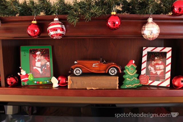#Christmas Home Tour with Spotofteadesigns.com - yearly photos with Santa in frames