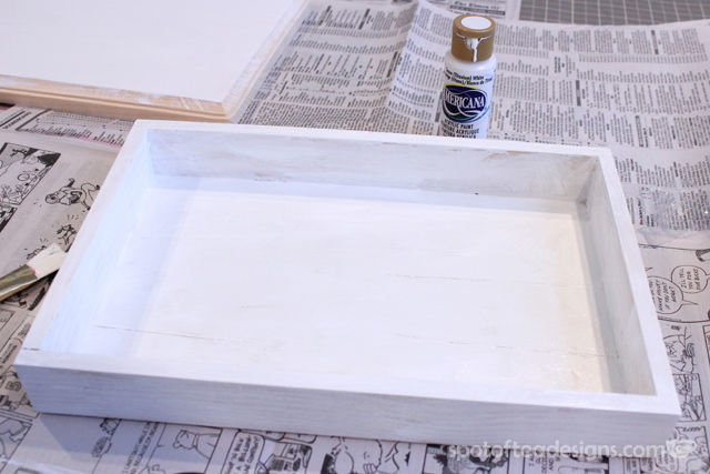 DIY Entry Way Tray made with @DecoArt_Inc American Chalky Finish Paint | spotofteadesigns.com