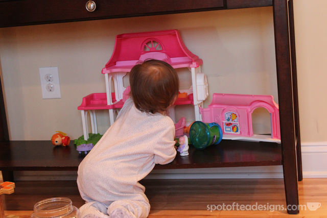 Top 10 Products for Toddlers 12-18 months: Fisher Price Little People house | spotofteadesigns.com