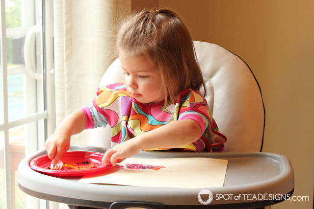Cheap and easy #toddler activity: finger paint fall leaves craft with Contact Paper Play @ConTactBrand | spotofteadesigns.com