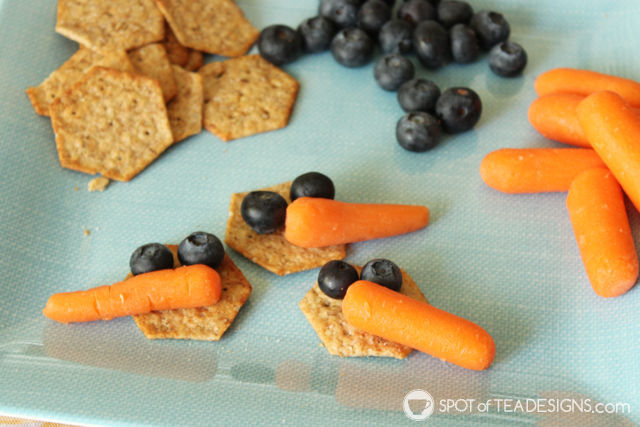 "Snowman themed toddler playdate: Healthy ""snowman"" snack for kids - carrots, crackers and blueberries 