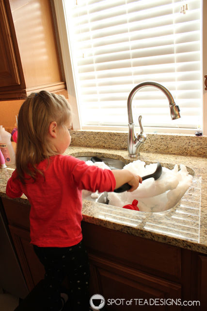 10 more ways to entertain a toddler in winter - bring snow inside! | spotofteadesigns.com