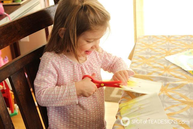 Fingerpaint pineapple lantern #kidscraft. Great summer project!   spotofteadesigns.com