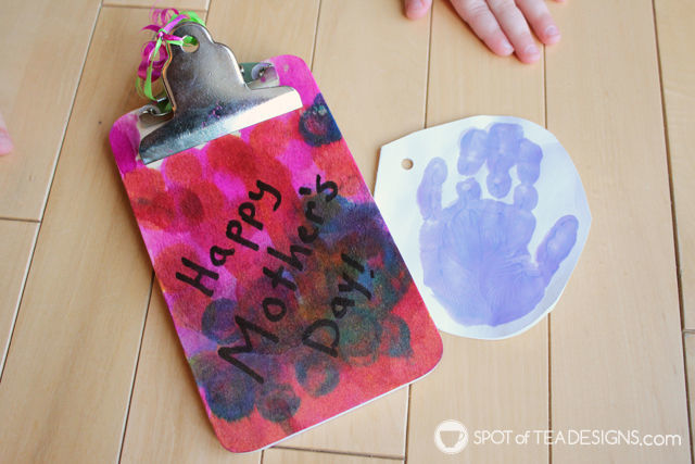 Handmade #mothersday #gift - handprint card with cute poem | spotofteadesigns.com