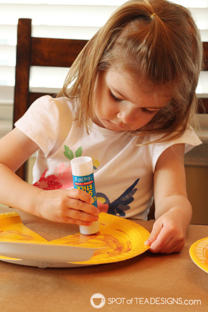 Paper-Plate-Fish-Kids-Craft-glue