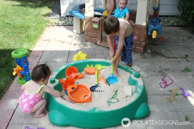 Under the sea #birthdayparty activity - burried treasure in the sandbox | spotofteadesigns.com