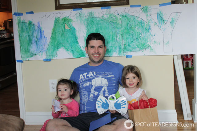 Father's Day Kids Craft - World's Greatest Daddy banner. Easy toddler activity! | spotofteadesigns.com