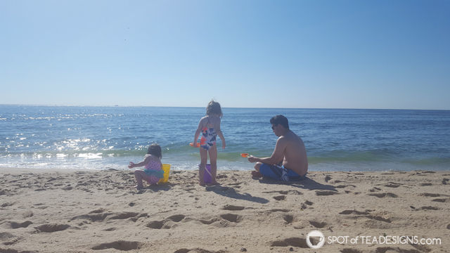 Toddler Mom Advice: Beach Packing List | spotofteadesigns.com