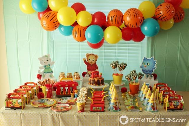 O the Owl Rice Krispies Treats Pops - Daniel Tiger Party Dessert Idea | spotofteadesigns.com