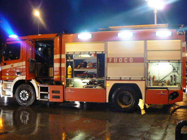 A fuoco cassonetto in Via Berninzoni, nessun ferito