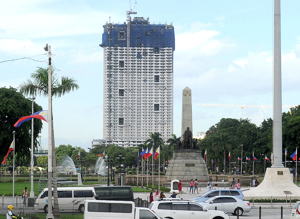 NHCP: Jose Rizal wouldn't have minded Torre de Manila behind him!