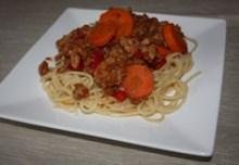 Spaghetti z marchwią, papryką i mięsem mielonym