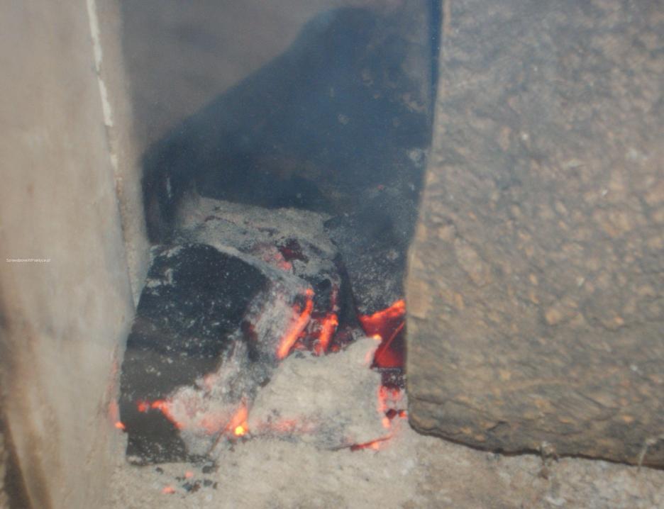 Niedopalony brykiet