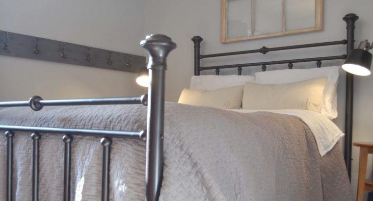 Rustoleum-Universal-Spray-Painted-Bed
