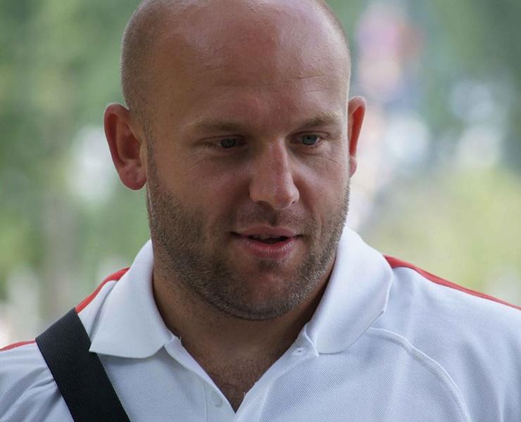 Piotr Malachowski sells medal