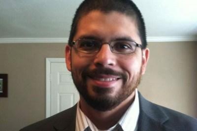 Texas elector quits Art Sisneros