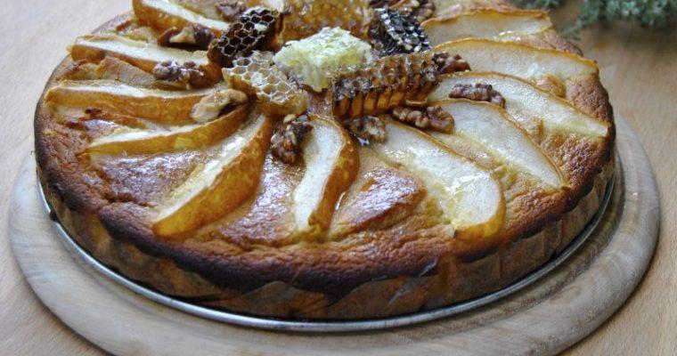 Медена торта с круши и бадемово брашно