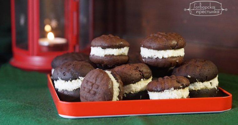 Шоколадови бисквити слепени с кокосов крем