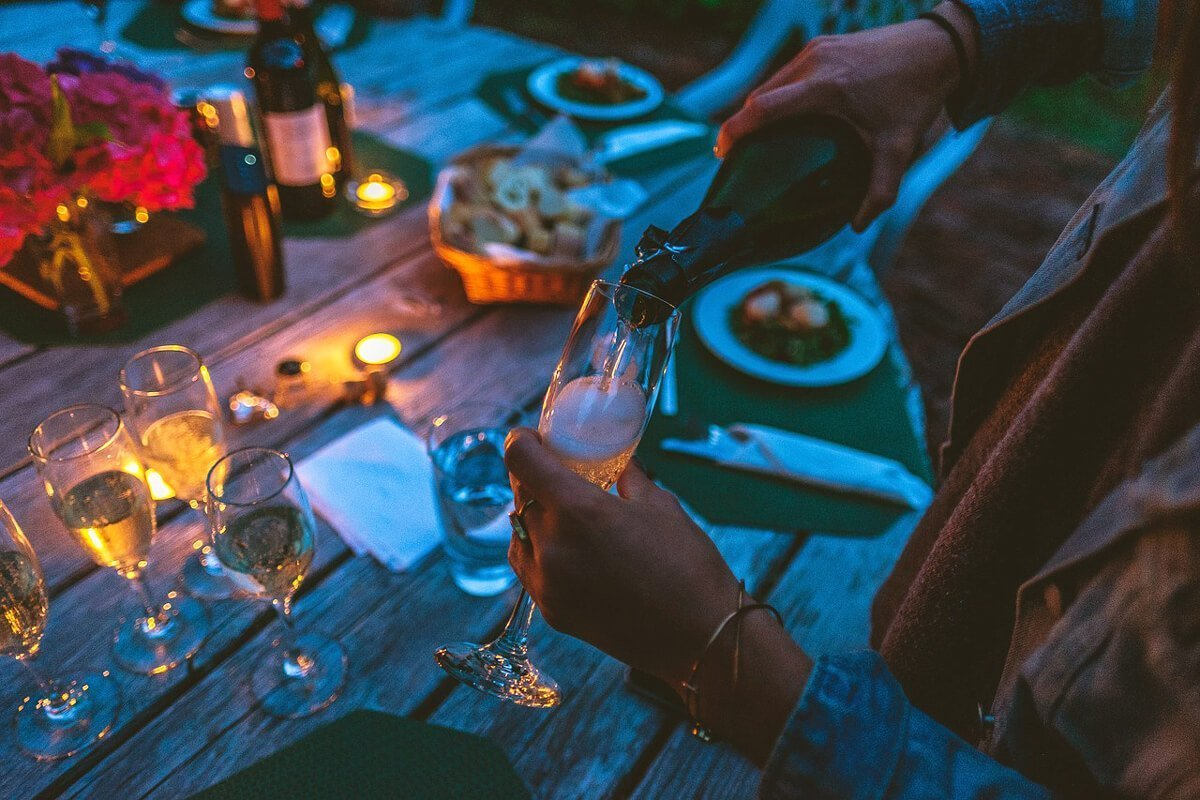 Вечеря на открито с просеко