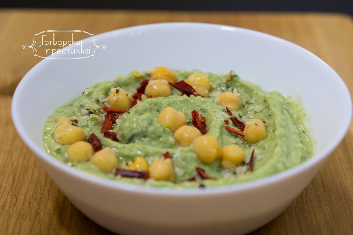 Зелен хумус с авокадо и спанак