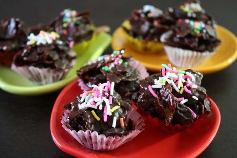 Dark Chocolate Covered Corn Flakes with Raisins Recipe