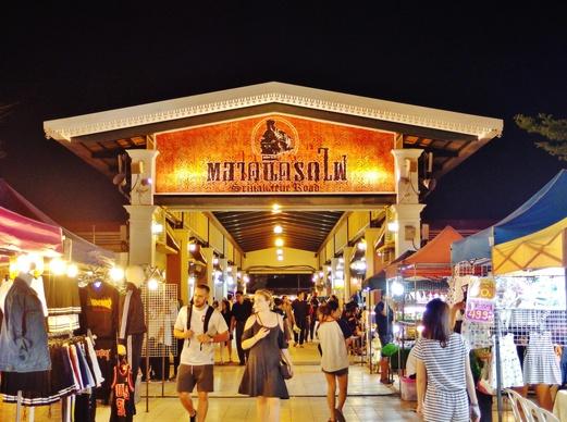 Srinakarin Train Market | Talad Rot Fai Srinakarin