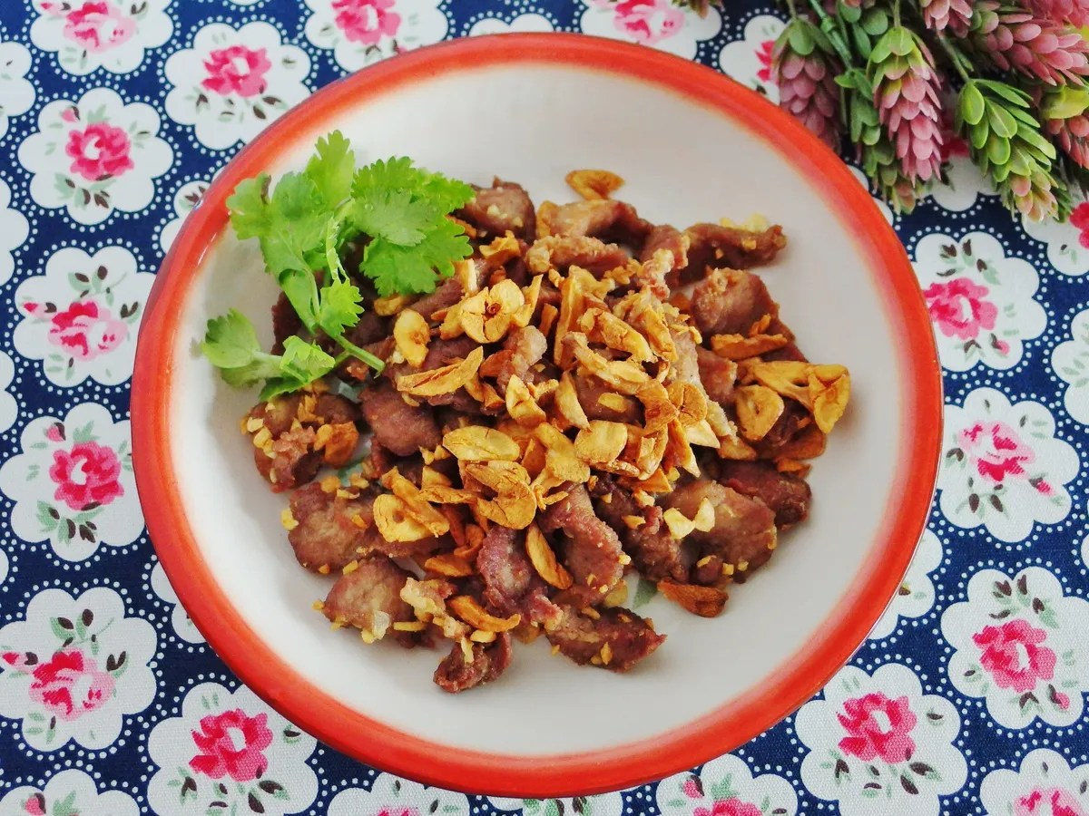 Fried Garlic Pork Recipe | Moo Tod Gratiem