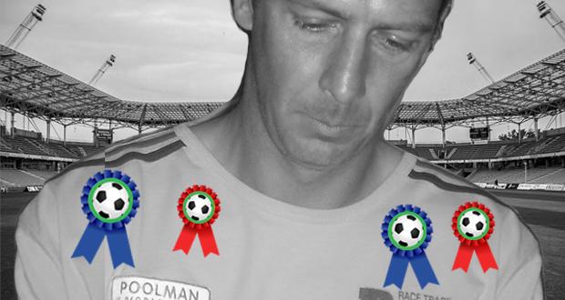 Mario Basler mit jeweils zwei Medaillen auf der linken und rechten Schulter