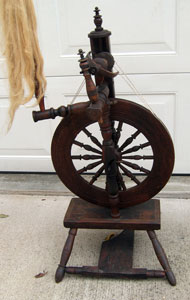 Vertical single-flyer spinning wheel
