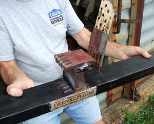 Mechanism from Deen All Weave loom.