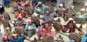 Spinners in village near Baramula. Photograph by Peter Teal.