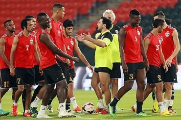 Asamoah Gyan training with his Al AIn team