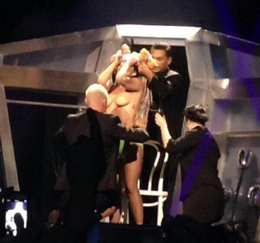lady-gaga-artrave-artpop-ball-tour-topless
