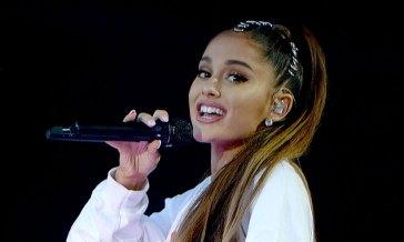 """Ariana Grande invita i fan a vaccinarsi: """"Questa pandemia non è ancora finita"""""""