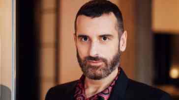 """Costantino Della Gherardesca """"Molti vip non vogliono fare coming out"""". E su Alberto Matano dichiara…"""