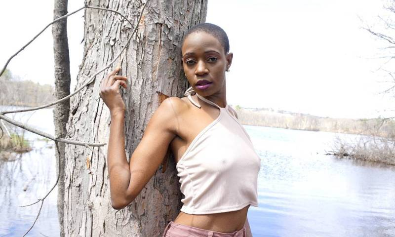 Come See! Former NTV Login Presenter Robin Kisti Parades Her Nude Pictures!